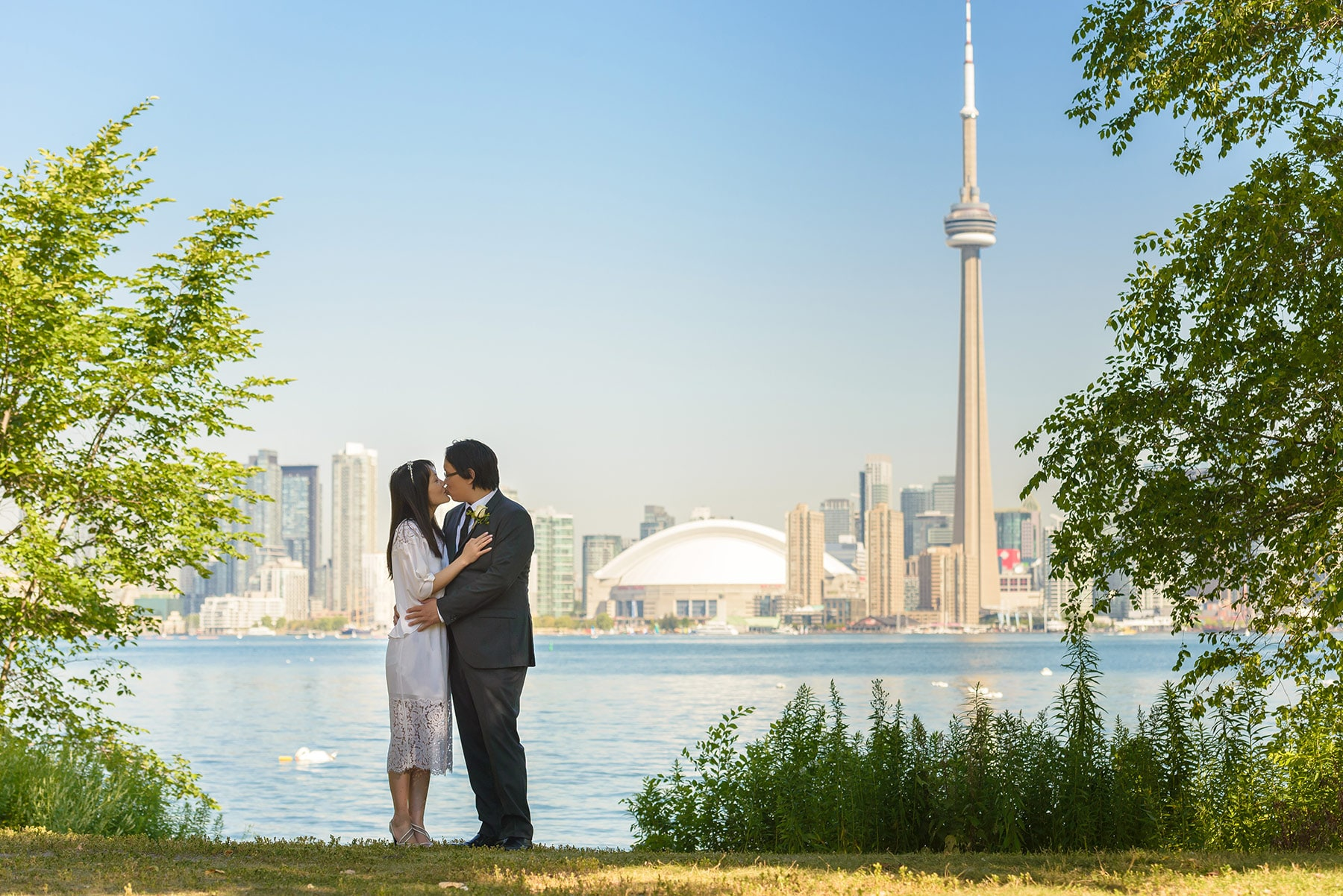 Asian couple wedding photo on Toronto Islands